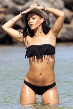rihanna-bikini